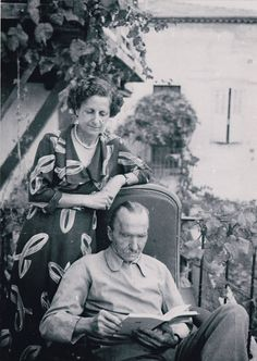 Nikos Kazantzakis with his wife Eleni, at home . Greece Pictures, Old Pictures, Old Photos, Zorba The Greek, Old Greek, Black And White Face, Greek History, Greek Culture, Writers And Poets