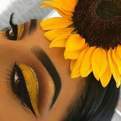 Best Eye Makeup Brushes On A Budget what Eye Makeup Remover Substitute case Eye … - Makeup Looks Yellow Yellow Eye Makeup, Yellow Eyeshadow, Dark Skin Makeup, Colorful Eye Makeup, Natural Eye Makeup, Eyeshadow Looks, Eyeshadow Makeup, Green Makeup, Dramatic Makeup