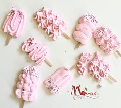 Perfect pink Meringue Pops from Moreish Cakes Australia. Right on trend for dessert bars and lolly tables!