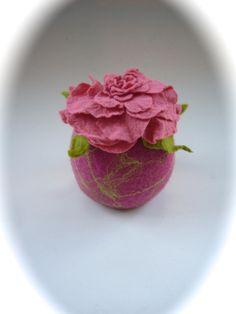 Deko-Objekte - Handgefilzt. Filzdose Rose.Utensilo, - ein Designerstück von Filz-Art bei DaWanda
