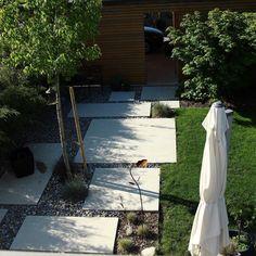 """Sandra on Instagram: """"▫️ Une place▫️ . Au début du projet on devait juste faire un chemin qui mènerait  du garage à la terrasse et finalement on a repris la même…"""" Place, Garage, Instagram, Paths, Patio, Carport Garage, Garages, Car Garage, Carriage House"""