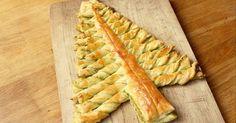 Delen via: Deze pesto kerstboom is snel te maken en leuk voor een buffet of kerst brunch. Je kunt zelf variëren met de vulling. Alleen pesto of bijvoorbeeld tapenade. En als je van zoet houdt, kun je ook Nutella gebruiken. Ingrediënten: 2 rollen bladerdeeg groene pesto 2 eieren Bereidingswijze: Verwarm de oven voor op 180 …