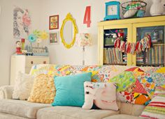 such a happy, colorful home...you just know it's a home filled with love