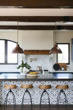 Spanish Style Interiors, Spanish Home Decor, Spanish Interior, Spanish Style Homes, Spanish House, Home Interior, Interior Design, Spanish Style Kitchens, Modern Spanish Decor