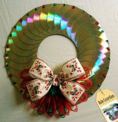 Risultati immagini per manualidades con cd Recycled Cds, Recycled Crafts, Cd Crafts, Crafts To Make, Cd Art, Christmas Wreaths, Christmas Ornaments, Diy Wreath, Xmas Decorations