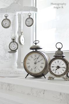 ⋯⋯⇢  via http://decodreamscometrue.blogspot.com/2011/09/zeitlos-shabby.html ⋯⋯⇢  clocks    ⋯⋯⇢  AngieB.