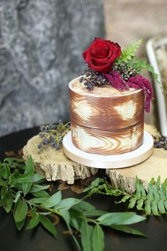 Wood themed wedding cake | Seen Photography | see more on: http://burnettsboards.com/2015/05/bold-floral-inspired-wedding-editorial/