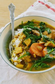 Slow-Cooker Chicken & Pumpkin Curry With Apple, Sweet Potatoes & Spinach   soletshangout.com #glutenfree #paleo