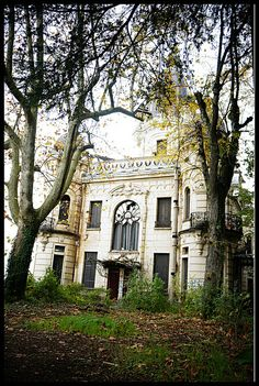 Le Château du Roi, abandoned. Enjoy RushWorld boards, GHOSTLAND SCENES OF ABANDONMENT, BEHIND THE MASK and UNPREDICTABLE WOMEN HAUTE COUTURE. See you at RushWorld on Pinterest! New content daily, always something you'll love!