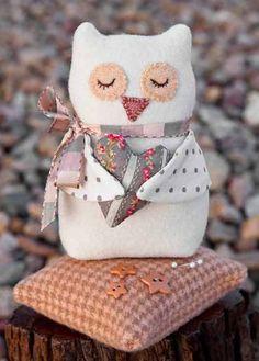 Bitty Owl Pincushion By Sutton, Anne