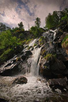 Waterfall Ariege a découvrir aux méandres de nos randonnées. Septembre- octobre #brameducerf séjour rens 05 61 05 67 90 #aubergelasapiniere