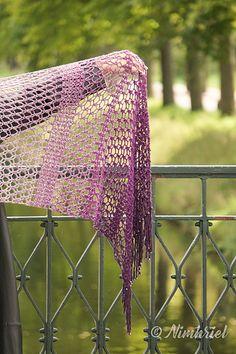 Levante - free crochet rectangular shawl pattern with chart by Nimhriel / Crafting Tales by Nimhriel