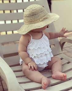 – Summer Baby – these ruffles and the floppy hat! too cute on baby! – Summer Baby – the # ruffles So Cute Baby, Cute Baby Clothes, Baby Love, Cute Kids, Cute Babies, Baby Kids, Cutest Babies Ever, Baby Bikini, Baby Girl Swimsuit