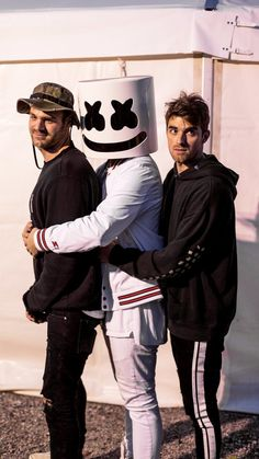 The chainsmokers y marshmello Chainsmokers, Alan Walker, Andrew Taggart, Dj Music, Music Is Life, Marshmello Dj, Marshmello Wallpapers, Macho Alfa, Hey Violet