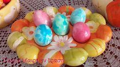 Αυγά βαμμένα  στο γιαούρτι Easter Recipes, Easter Eggs, Bunny, Cake, Flowers, Diy, Food, Decor, Cute Bunny