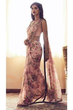 Saree Designs Party Wear, Saree Blouse Designs, Kaftan Designs, Floral Print Sarees, Printed Sarees, Floral Prints, Farewell Dresses, Sarees For Farewell, Sarees For Girls
