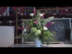 At Rittners Floral School in Boston, we love the seasons of the year. Late spring is an interesting time. In this video we show how some amazing late spring . Flower Video, Seasons Of The Year, Arte Floral, Christmas Centerpieces, Silk Flowers, Floral Arrangements, Floral Design, Cakes, School