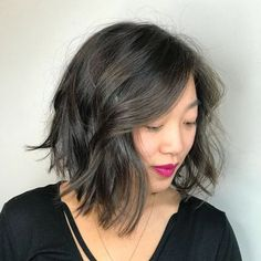 40 Stunning Medium Hairstyles for Round Faces Inverted Shaggy Brunette Bob Asian Hairstyles Women, Stacked Bob Hairstyles, Medium Bob Hairstyles, Amazing Hairstyles, Black Hairstyles, Mom Haircuts, Round Face Haircuts, Hairstyles For Round Faces, Short Haircuts