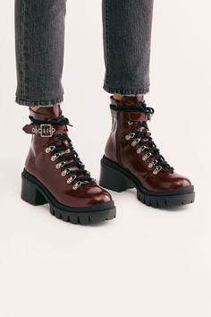 How to Make Your Shoes Less Slippery Grunge Style, Soft Grunge, Galaxy Converse, Timberland, Doc Martins, Grunge Outfits, Chuck Taylors, Lace Up Boots, Leather Boots