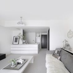 41 Top Minimalist Home Interior Ideas - Minimalist home design, with very little and simple furniture, has impressed many people. Many a time the way we value our home, the way we furnish an. Simple Modern Interior, Monochrome Interior, Interior Design, Interior Ideas, Apartment Balcony Decorating, Apartment Layout, Minimalist House Design, Minimalist Home Interior, Muji Home