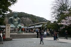 Kamakura is a very popular day trip from Tokyo for locals and tourists alike. Kamakura is situated just south-west of Tokyo on the coast.