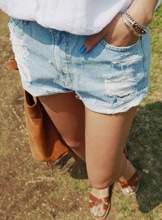 Today's Hot Pick :ダメージ加工デニムショートパンツ【iamyuri】 http://fashionstylep.com/SFSELFAA0003501/iamyuriijp/out 伸縮性のないコットン素材を使ったデニムショートパンツです。 ライトなブルーカラーが夏にぴったりのアイテム☆ ヴィンテージ感のあるダメージ加工でアクセントをプラス! サマーシーズンのカジュアルコーデに欠かせないデニムショートパンツ♪ ※ウォッシュ加工の特性上、色合いに差がでる事があります。