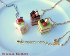 スクエアケーキのネックレス Polymer Clay Cupcake, Polymer Clay Jewelry, Kawaii Jewelry, Cute Jewelry, Polymer Project, Decoden, Miniture Things, Clay Creations, Clay Art