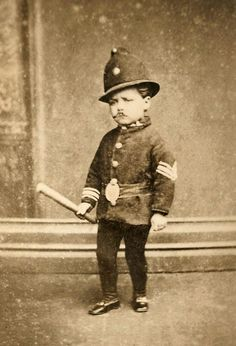 Toddler dressed as a police constable - Portrait taken by W. Moore & Son of Merchant Street, Bristol, England - late Antique Photos, Vintage Pictures, Vintage Photographs, Old Pictures, Vintage Images, Old Photos, Creepy Pictures, Photo Vintage, Strip
