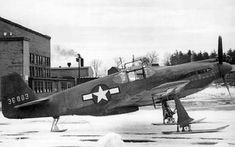 MUSTANG P-51A-NA modified with skis