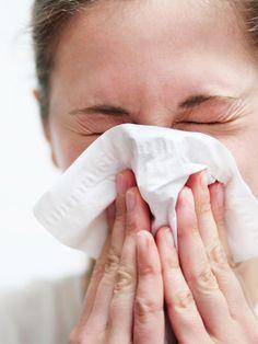 Angeblich ist es ungesund, sich die Nase zu putzen. Man solle immer hochziehen. Stimmt das wirklich? Wir haben bei einem HNO-Spezialisten