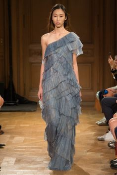 http://www.vogue.com/fashion-shows/spring-2017-ready-to-wear/vionnet/slideshow/collection
