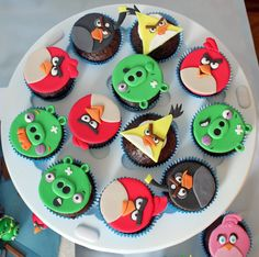 Angry Birds cupcakes Torta Angry Birds, Angry Birds Birthday Cake, Angry Birds Cupcakes, Cartoon Cupcakes, Bird Birthday Parties, 5th Birthday, Bird Cakes, Cupcake Cakes, Little Boy Cakes