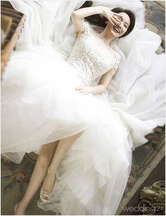 기상캐스터 이현승과 가수 현상의 로맨틱하고 사랑스러운 러브 스토리 2 Lace Wedding, Wedding Dresses, Studio, Fashion, Bride Dresses, Moda, Bridal Gowns, Fashion Styles, Weeding Dresses