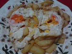 Patatas con huevos rotos al ajo cabañil picantes Huevos Fritos, Tapas, Bon Appetit, Mashed Potatoes, Breakfast Recipes, Eggs, Meat, Chicken, Ethnic Recipes