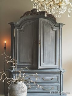 Beautiful Painted Cabinet - white washed top coat over Graphite Grey - via De Meidenmuts: Tv kast & en nog veel meer.....