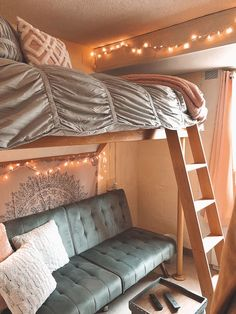 65 incredible dorm room makeovers that will make you want to go back to college . 65 incredible dorm room makeovers that will make you want to go back to college 49 solnet Small Apartment Bedrooms, Small Bedrooms, Cool Dorm Rooms, Dorm Room Designs, Dorm Room Organization, Organization Ideas, College Room, College Wardrobe, College Board