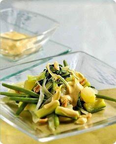 Gadò gadò, piatto tipico della cucina indonesiana. Gado Gado, Asparagus, Green Beans, Oriental, Vegetables, Cooking, Food, Gastronomia, Cattle