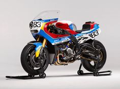 The Praëm BMW motorcycle is a modern interpetation on the superbikes raced in the Motos Bmw, Bmw Motorcycles, Vintage Motorcycles, Bmw S1000rr, Japanese Motorcycle, Motorcycle Art, Modern Cafe Racer, Honda Cbx, Honda Cb1100