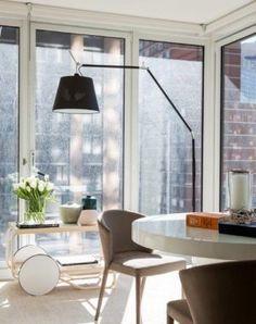 Um dos elementos que Nildo buscou valorizar na construção é a arquitetura original do prédio e o Skyline, um dos elementos mais impressionantes do apartamento.