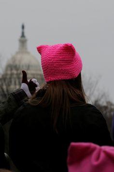 ¿Por qué las mujeres llevan estos gorros en la marcha anti-Trump?
