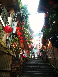 """Képtalálat a következőre: """"jiufen"""" Spirited Away Bathhouse, Old Flame, Old Street, Green Mountain, Beautiful Islands, Old Things, Fair Grounds, Taiwan, Travelling"""