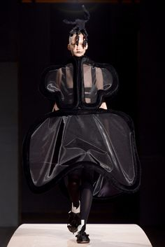 Comme des Garçons Spring 2014 Ready-to-Wear Fashion Show