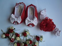 Sapatinho Peep Toe, estilo sandalinha para meninas, feito em tecido 100% algodão, com manta acrílica para dar mais conforto e estabilidade ao pé de seu bebê, trabalho artesanal. <br>Nos tamanhos P - 0-3 meses <br> M - 4 - 7 meses <br> G - 8 - 12 meses <br>Nas cores de sua escolha. <br>Acompanha tiarinha em tecido 100% algodão bordada com flor de fita de cetim.