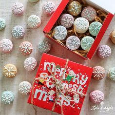 Christmas snowflake macarons Macaron Cake, Macarons, Christmas Snowflakes, Gift Wrapping, Gifts, Gift Wrapping Paper, Favors, Gift Packaging, Presents