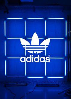 Adidas Originals Pop-Up Store Berlin Window Installation | StudioAchtzig™