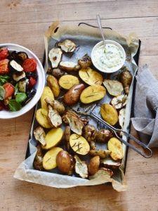 Ofen-Kartoffeln mit Jogurth Dip und frischem Salat - lecker!