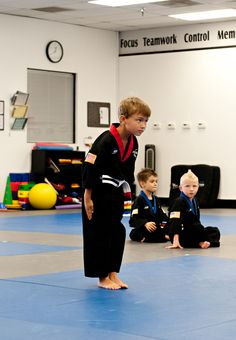 Lithia's Best Kids Martial Arts & Self Defense Classes in Hillsborough, Florida. Teaching children to have increased levels of confidence, improving their attention span and giving them the ability to defends against a bully. Israeli Krav Maga, Self Defense Classes, Learn Krav Maga, Combat Training, Hand To Hand Combat, Self Discipline, Mixed Martial Arts, Training Center, Ninjas