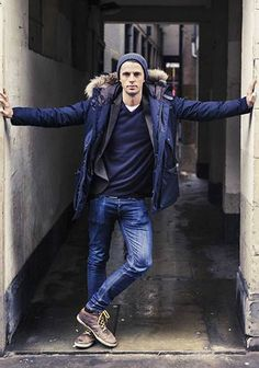 Fall / Winter - street style - casual style - layers - navy faux fur hoodie parka + dark grey coat blazer + navy v-neck sweater + white round neck t-shirt + distressed skinny jeans + brown leather sneakers + navy beanie Coat Style For Man, Mode Man, Outfits Hombre, Mein Style, Men Street, Street Wear, Blazer, Men Looks, Stylish Men