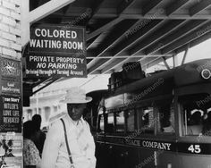 Images of Jim Crow At the bus station in Durham, North Carolina, 1940 by Jack Delano Gordon Parks, Carolina Do Norte, North Carolina, Durham, Freedom Riders, American Exceptionalism, Prince Charmant, Jim Crow, American History