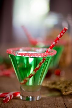Perfectly Pepperminty Cocktail Recipe (made with creme de menthe and peppermint schnapps - YUM)